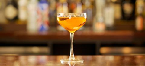 Glass, Drinkware, Barware, Stemware, Liquid, Alcoholic beverage, Drink, Fluid, Tableware, Alcohol,