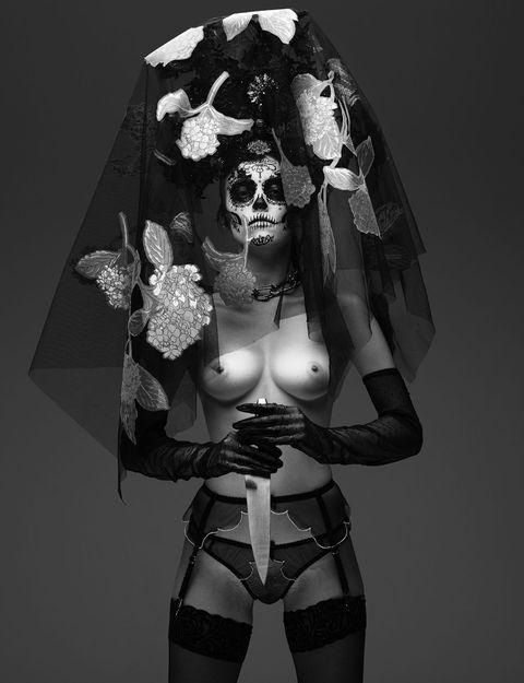 Black, Black-and-white, Monochrome, Illustration, Monochrome photography, Photography, Fashion accessory, Style, Garter, Fictional character,