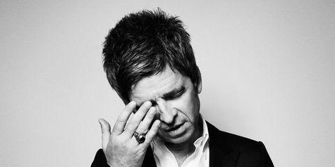 Noel-Gallagher-December-Esquire-2-43
