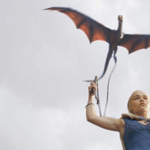 Daenarys-holding-dragon-Game-of-thrones-43