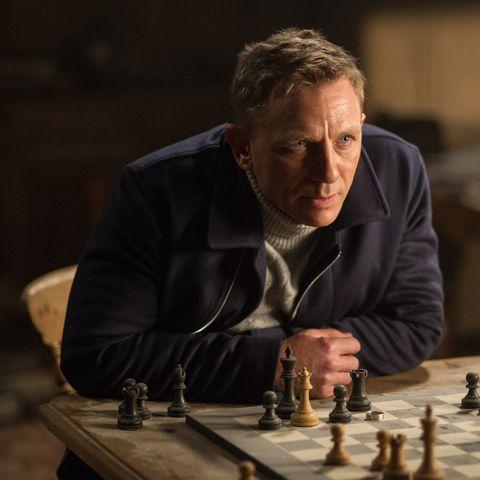 Daniel-Craig-Spectre-Chess-43