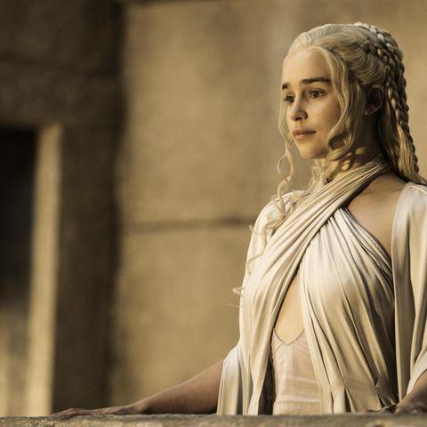 Emilia-Clarke-Daenerys-Game-of-Thrones-trailer-43