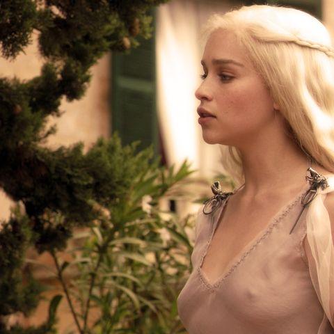 Emilia-clarke-game-of-thrones-43