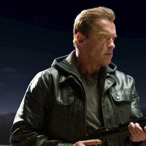 Terminator-Genisys-Arnie-Gun-43