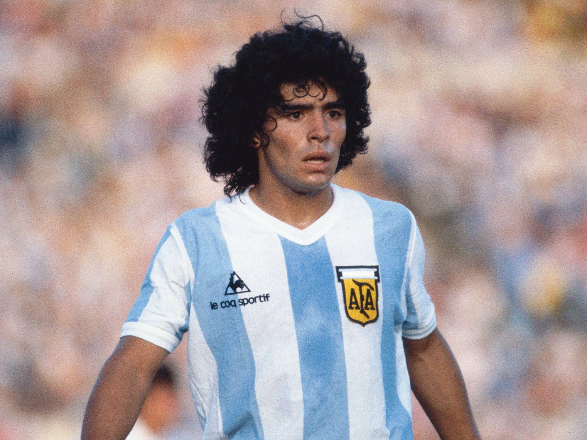 Biography diego maradona Diego Armando