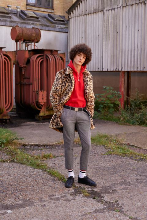 Clothing, Trousers, Textile, Outerwear, Style, Street fashion, Jacket, Scarf, Beige, Maroon,