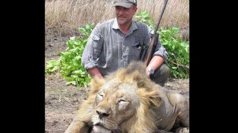Lion, Human, Skin, Felidae, Mammal, Masai lion, Big cats, Hat, Soil, Carnivore,