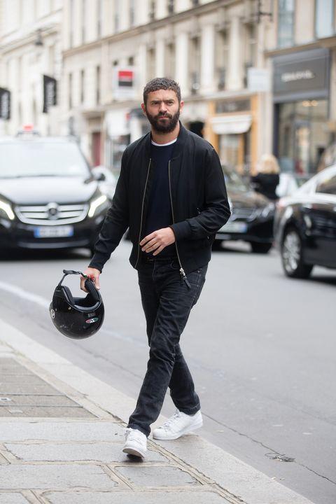 Street fashion, Fashion, Footwear, Jeans, Snapshot, Standing, Street, Shoe, Jacket, Outerwear,