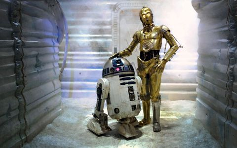 C3PO with his silver leg in Star Wars