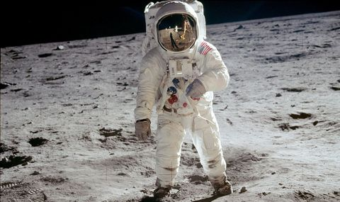 Astronaut, Fun, Space, Moon, Astronomical object, Soil, Sport venue,