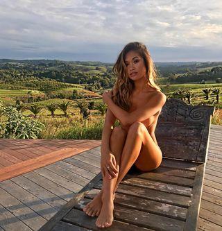 Girls spreading their legs porn