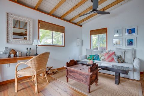 Room, Property, Furniture, Living room, Building, Interior design, House, Table, Real estate, Ceiling,