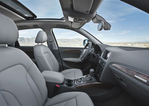 2009.audi.q5.interior.thumb.jpg