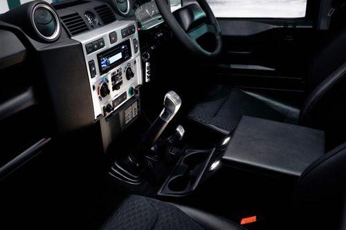 land.rover.defender.svx.interior.thumb.jpg
