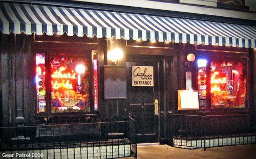 arthurs-tavern-gear-patrol-restaurant-review.jpg