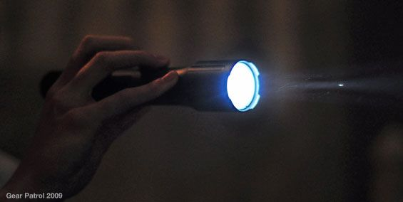bushnell-hd-flashlight-hand