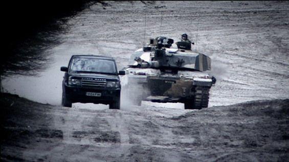 5-range-rover-sport-vs-challenger-ii-tank