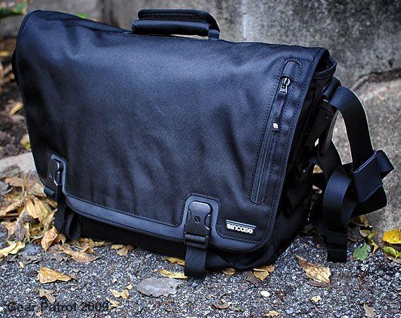 incase-small-messenger-bag-gear-patrol