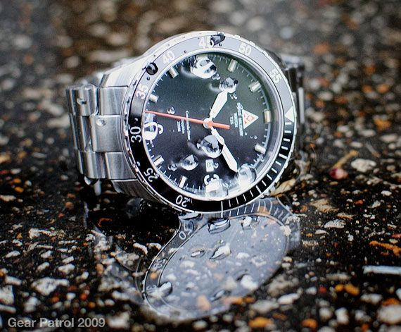 swiss-military-watch-analog-date-commando-diver-gear-patrol
