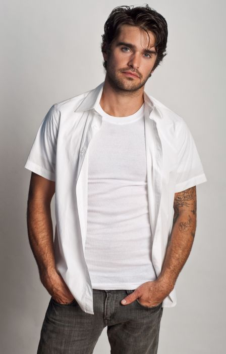 ribbedtee-mens-white-crew-neck-undershirt-01