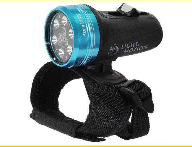 Light-and-Motion-Sola-800-Dive-Light-Gear-Patrol