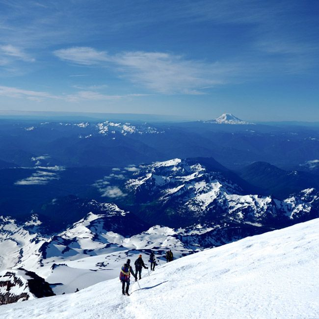 climbing-the-volcano-mt-rainier-gear-patrol-ambiance