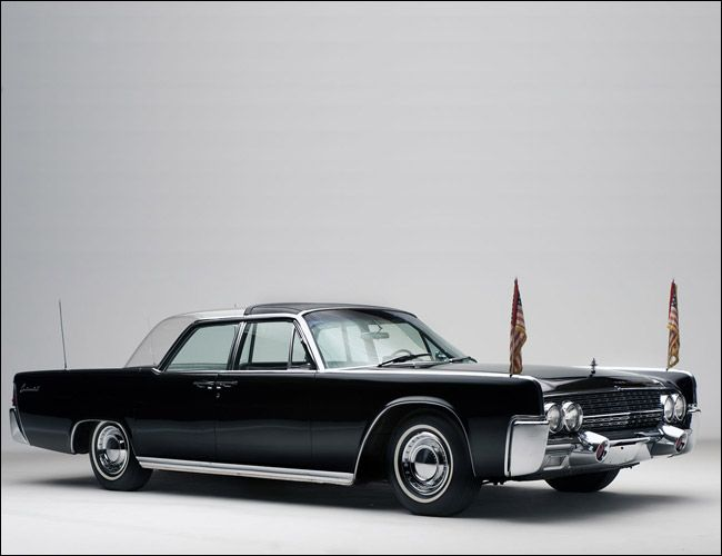 1961-Lincoln-Continental-Gear-Patrol-Ambiance-1