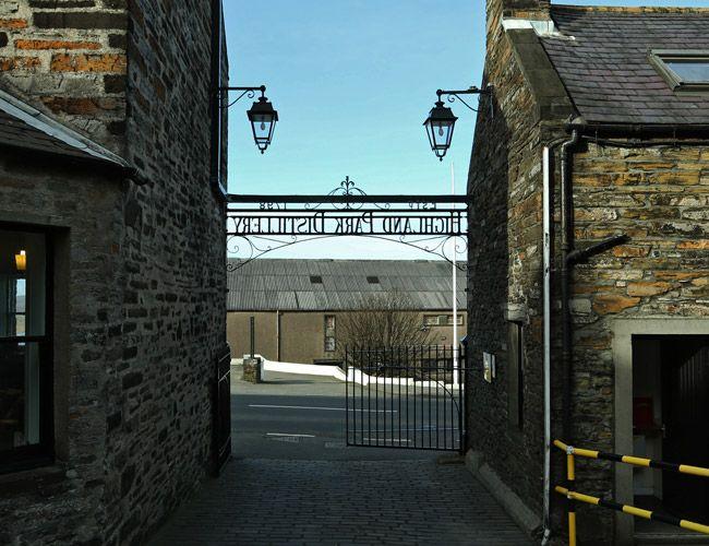 highland-park-distillery-tour-gear-patrol-final