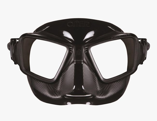 Omer-Zero-Cubed-Dive-Mask-Gear-Patrol