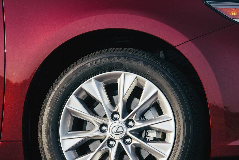 Lexus-ES-Gear-Patrol-Slide-3