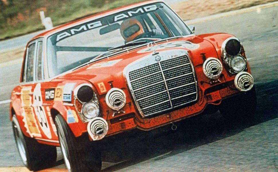 Mercedes-Benz-300-SEL-63-AMG-Gear-Patrol-Ambiance-2
