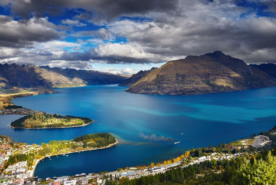 Queenstown cityscape with Wakatipu lake and Remarkables Mountain