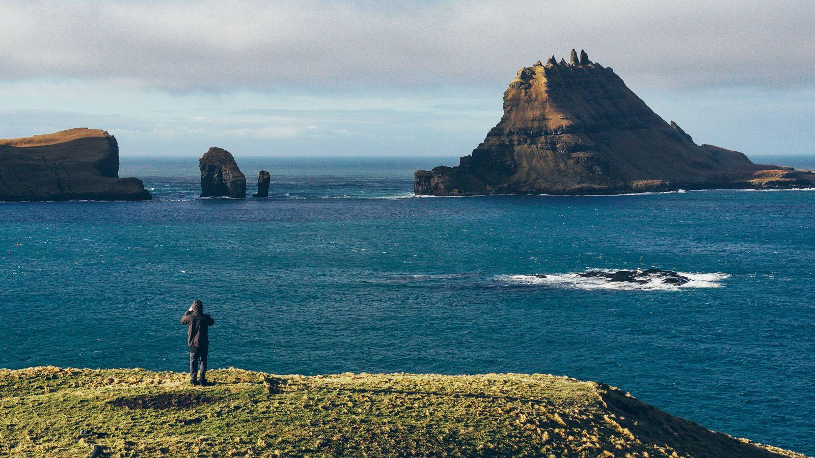 Faroe-Ambiance-Gear-Patrol-Watchman-Tall