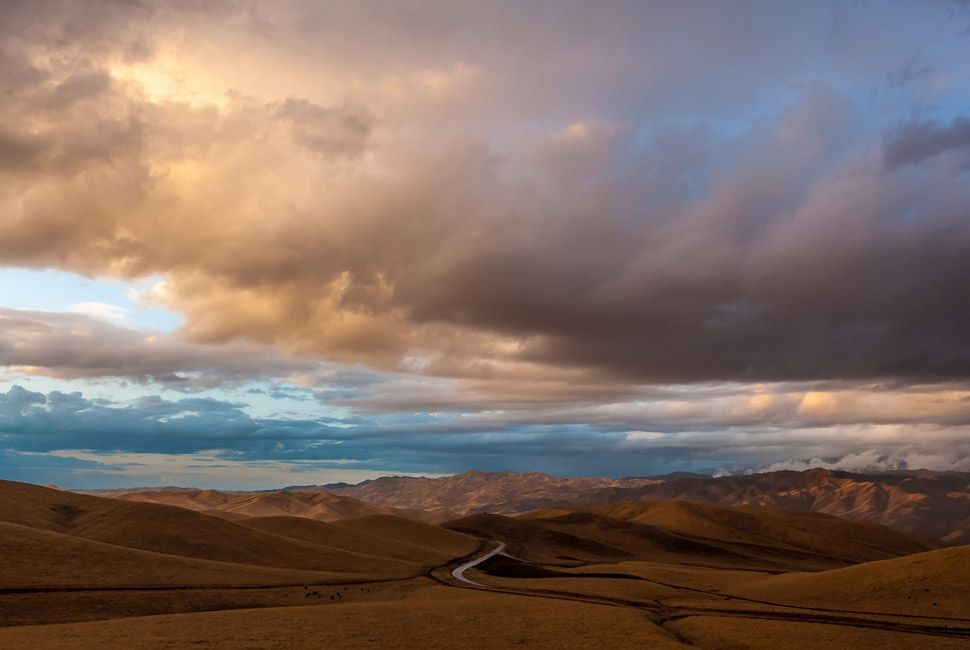 Sunset on the Sierra foothills, near Bakersfield, California.