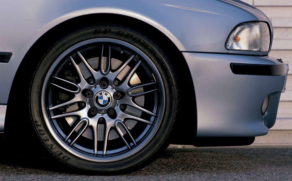 BMW-E39-M5-Gear-Patrol-Ambiance-2