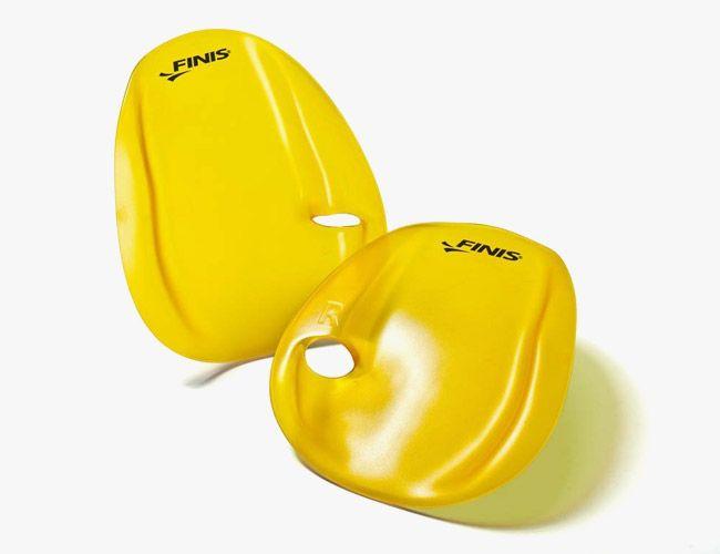 swimming-laps-gear-patrol-fins