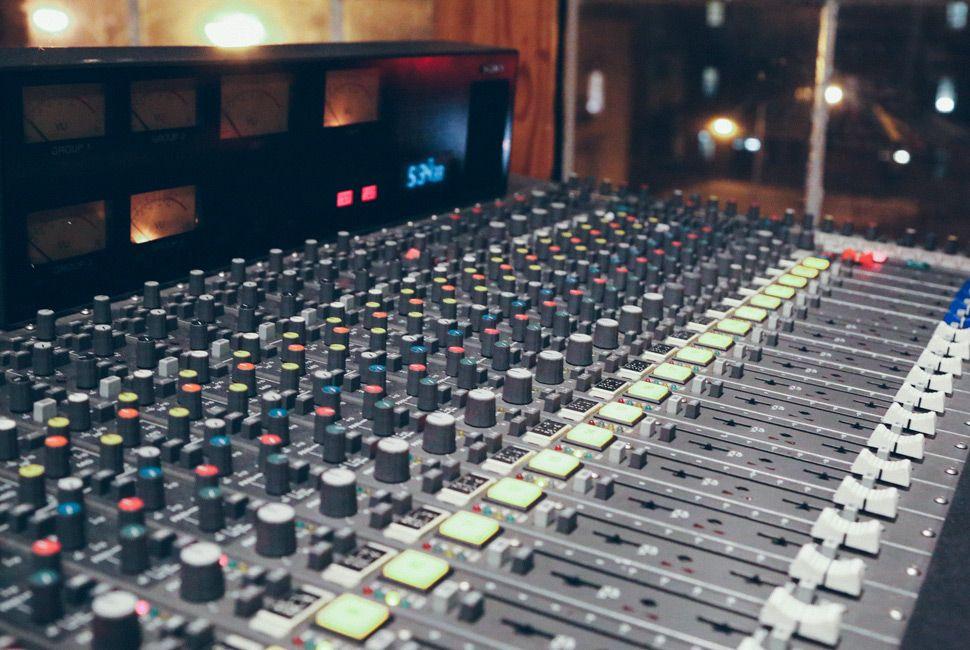 Analog-Recording-Gear-Patrol-Lead-Ambiance-1
