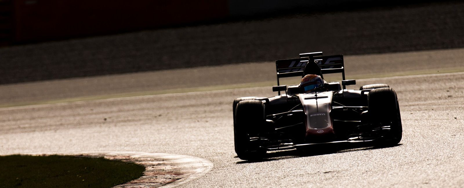 F1-Update-Gear-Patrol-Ambiance-3
