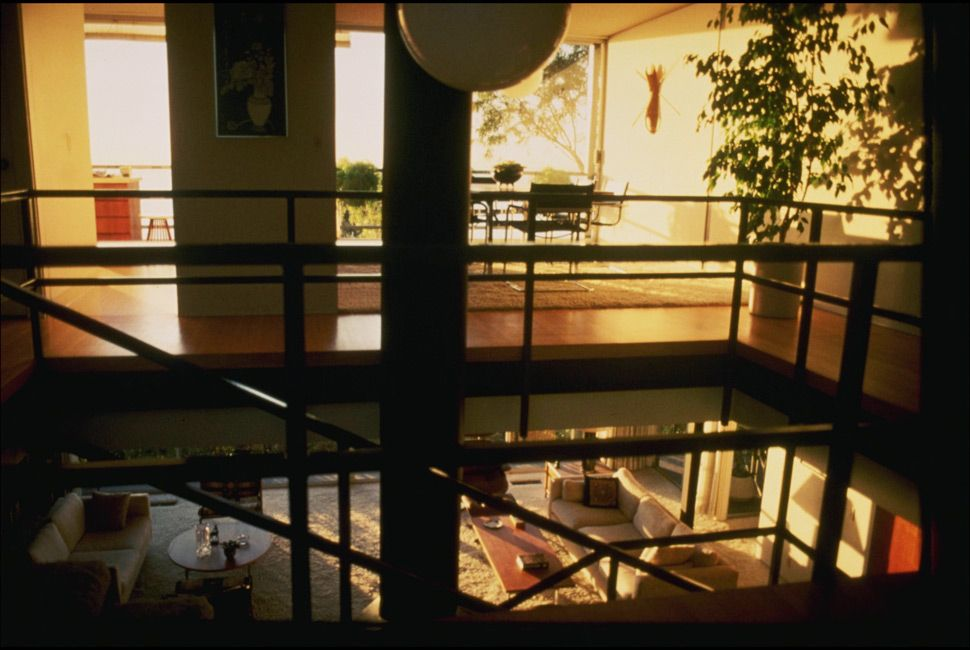 Interior of the Beagles residence in Pacific Palisades, 1963. Designed by Pierre Koenig.