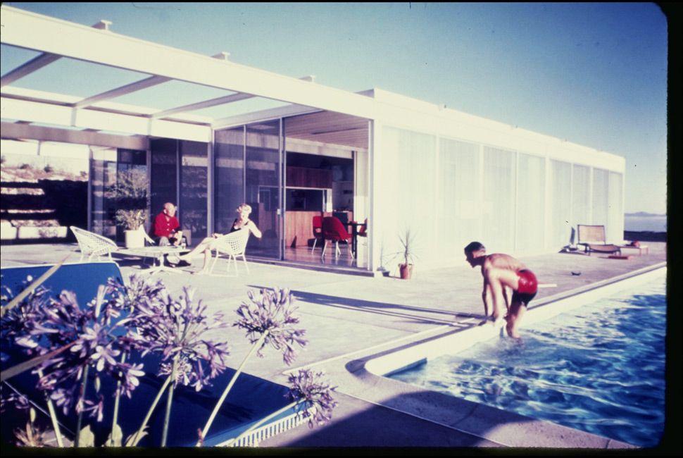 The Oberman residence in  Rancho Palos Verdes, 1962. Designed by Pierre Koenig.