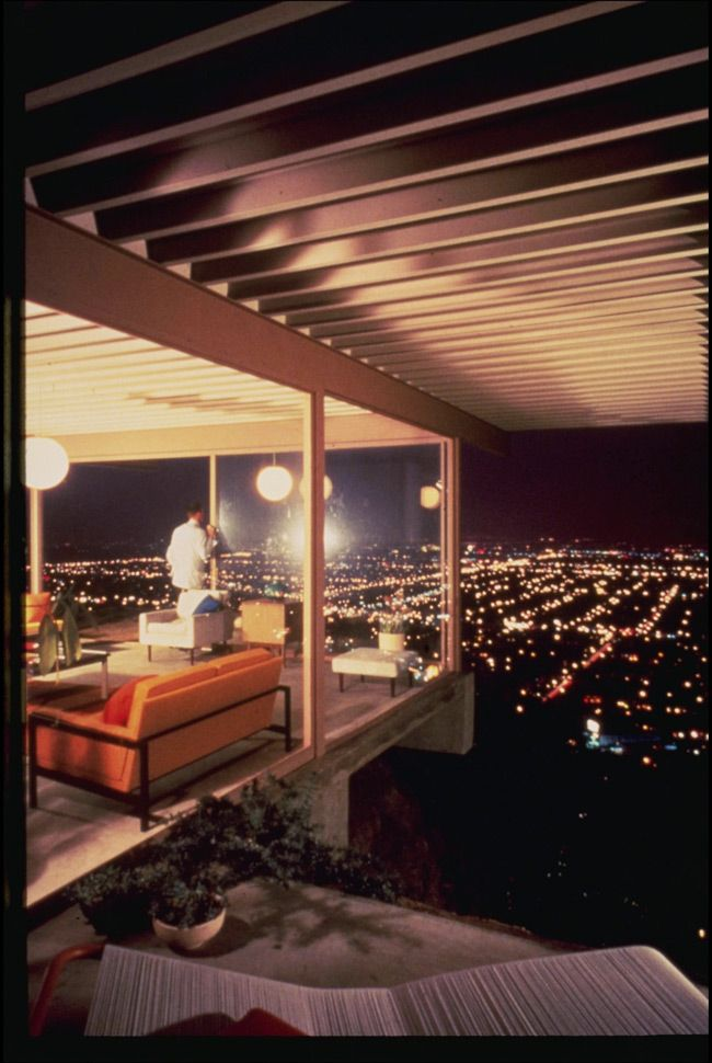 The residence of C.H. and Carlotta Stahl, 1960. Designed by Pierre Koenig, Photograph by Julius Shulman.