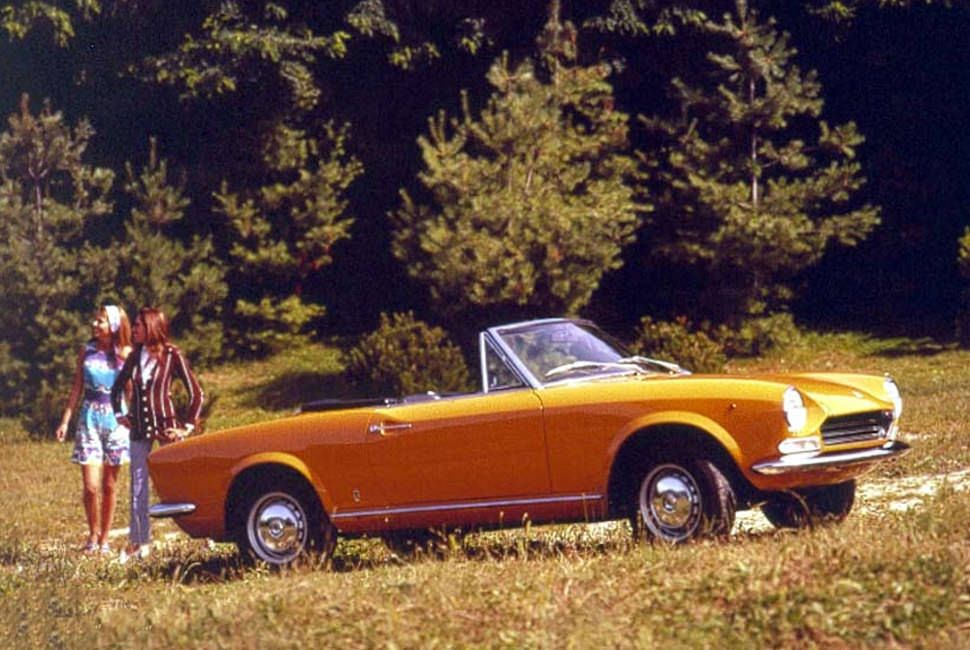 Vintage-Roadster-Gear-Patrol-Fiat-Spider
