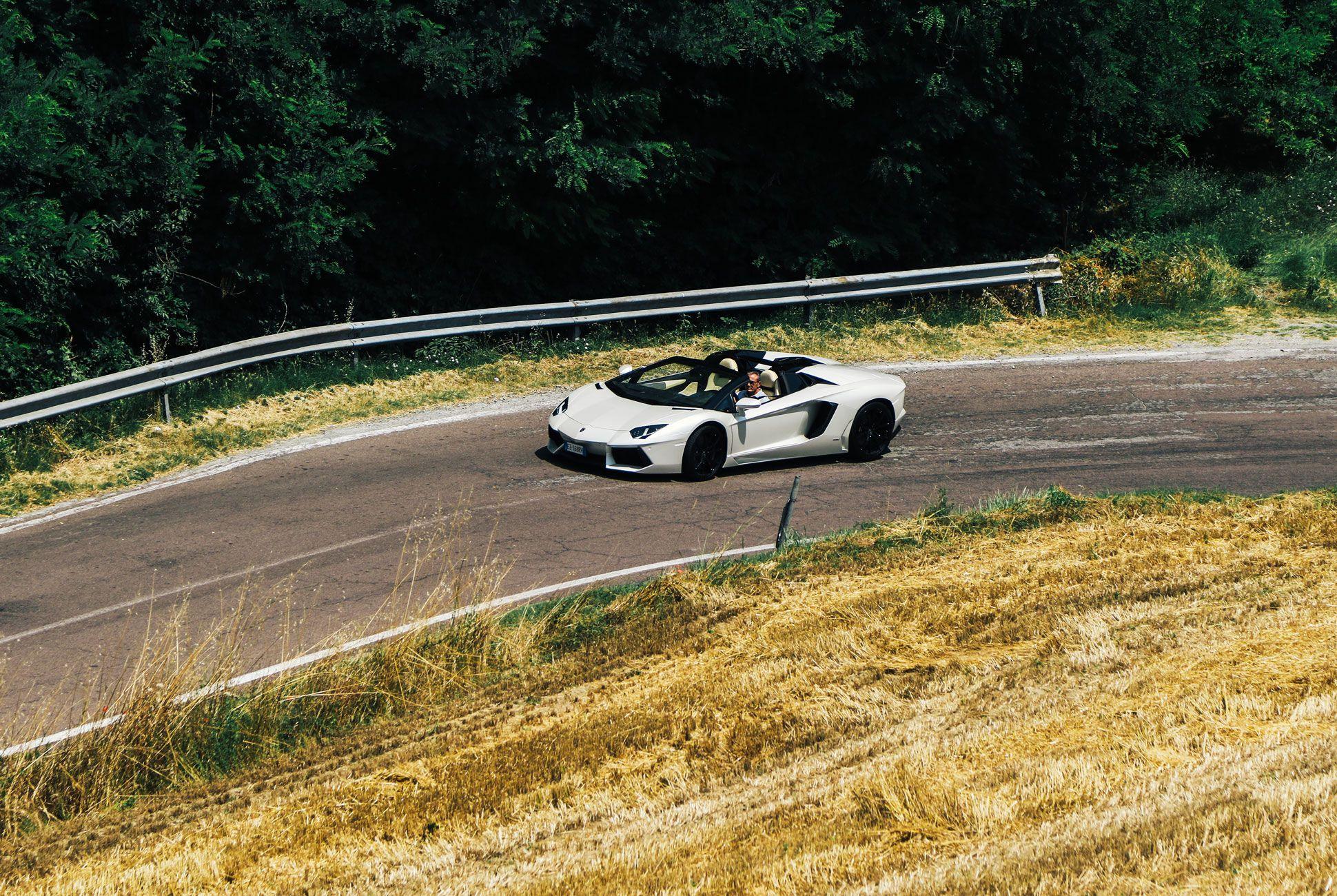 Lamborghini-Aventador-Roadster-Gear-Patrol-Ambiance