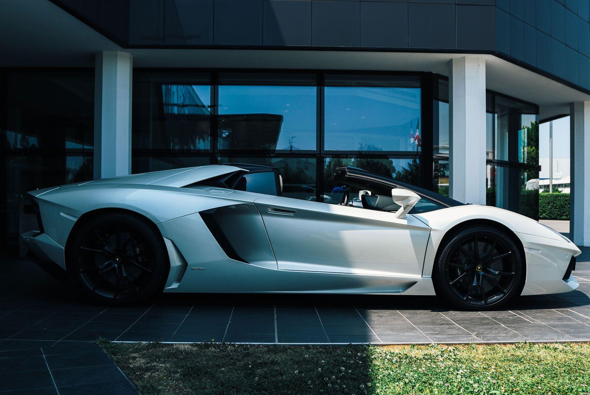 Lamborghini-Aventador-Roadster-Gear-Patrol-Slide-3