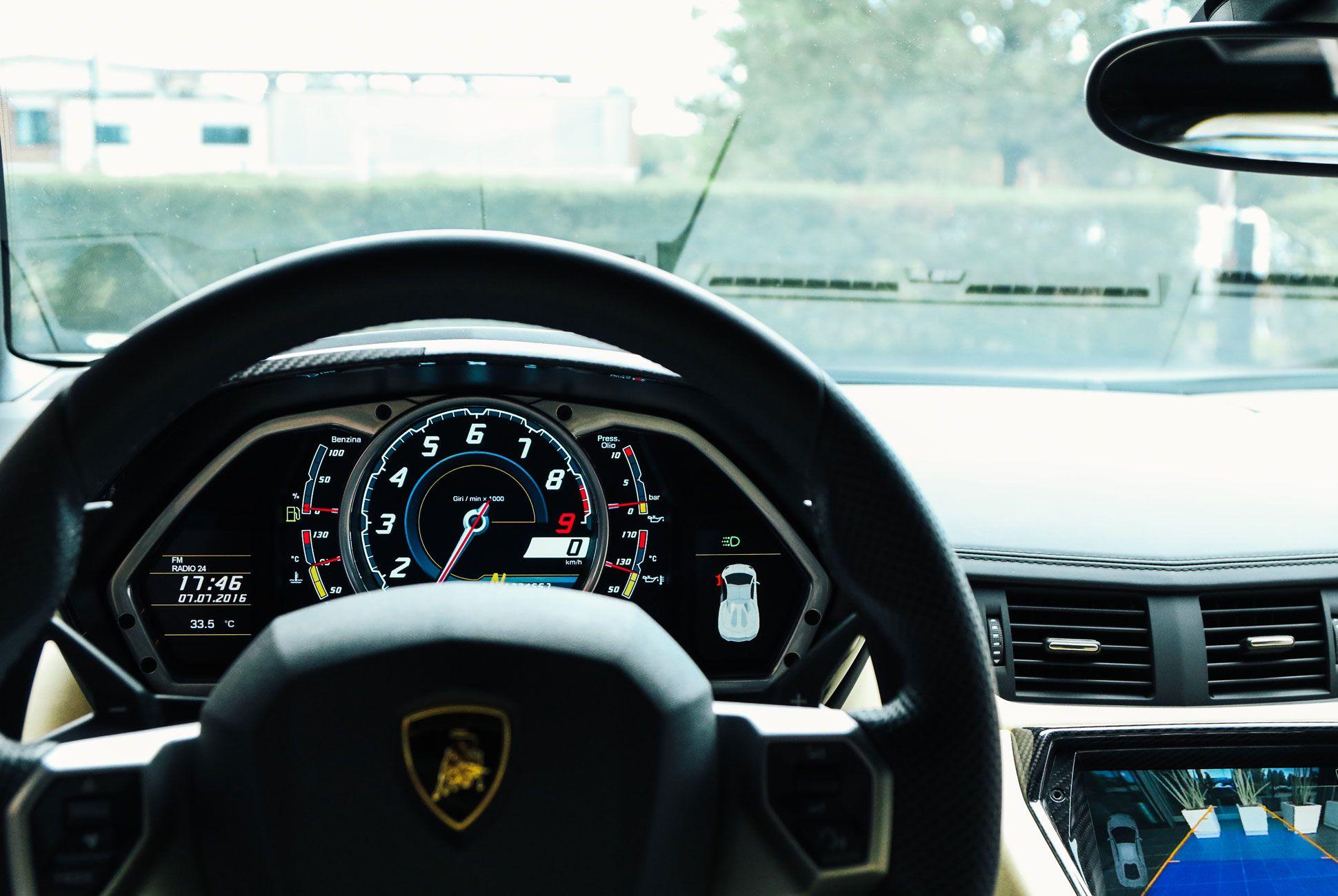 Lamborghini-Aventador-Roadster-Gear-Patrol-Slide-7