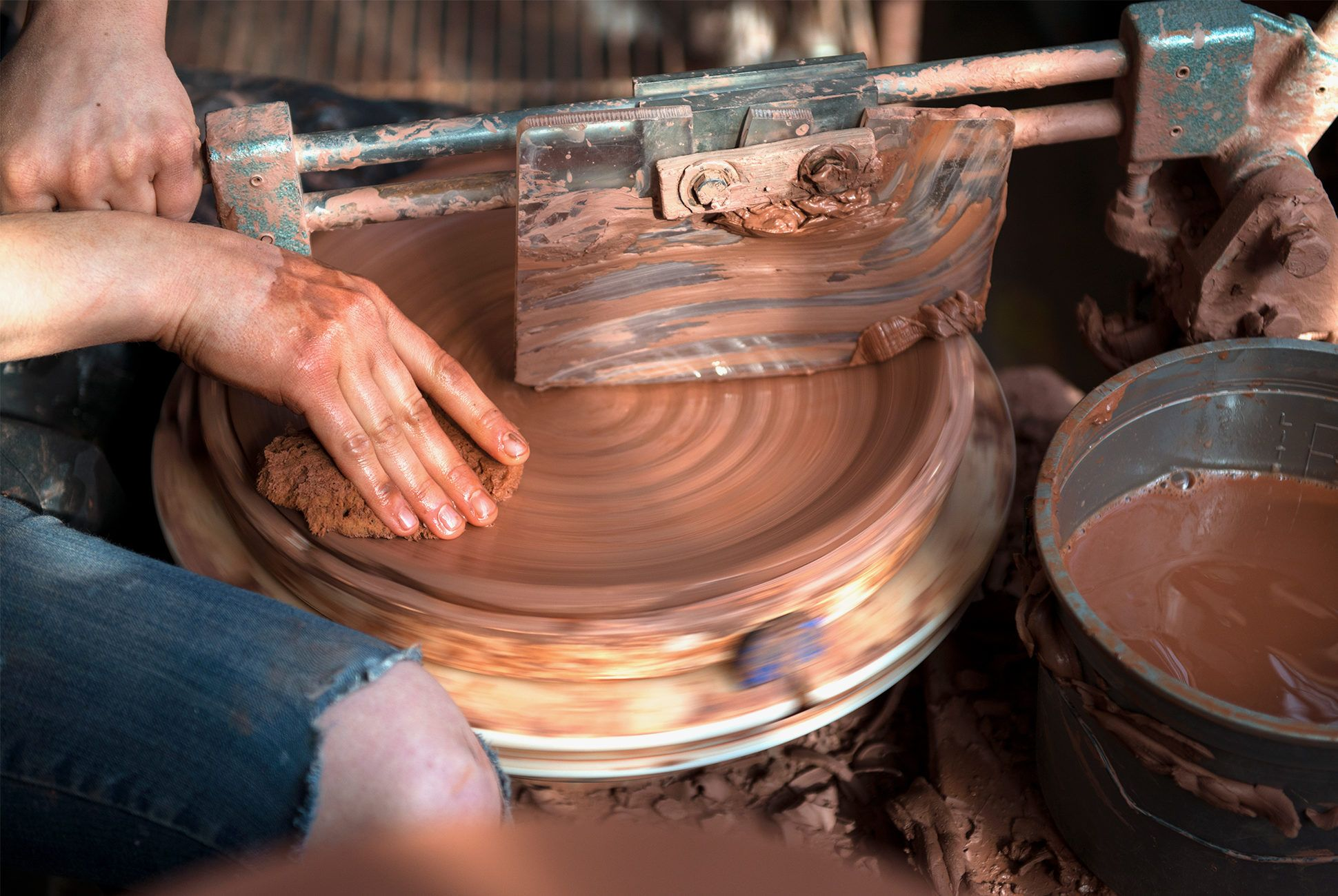 Jono-Pandolfi-pottery-gear-patrol-970-retina-3