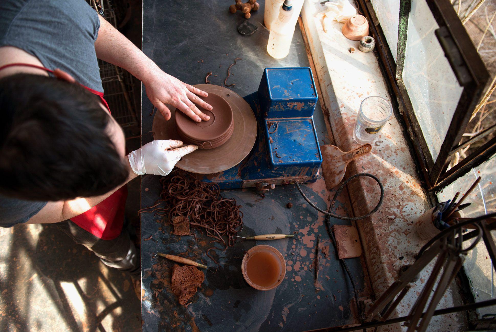 Jono-Pandolfi-pottery-gear-patrol-970-retina-4