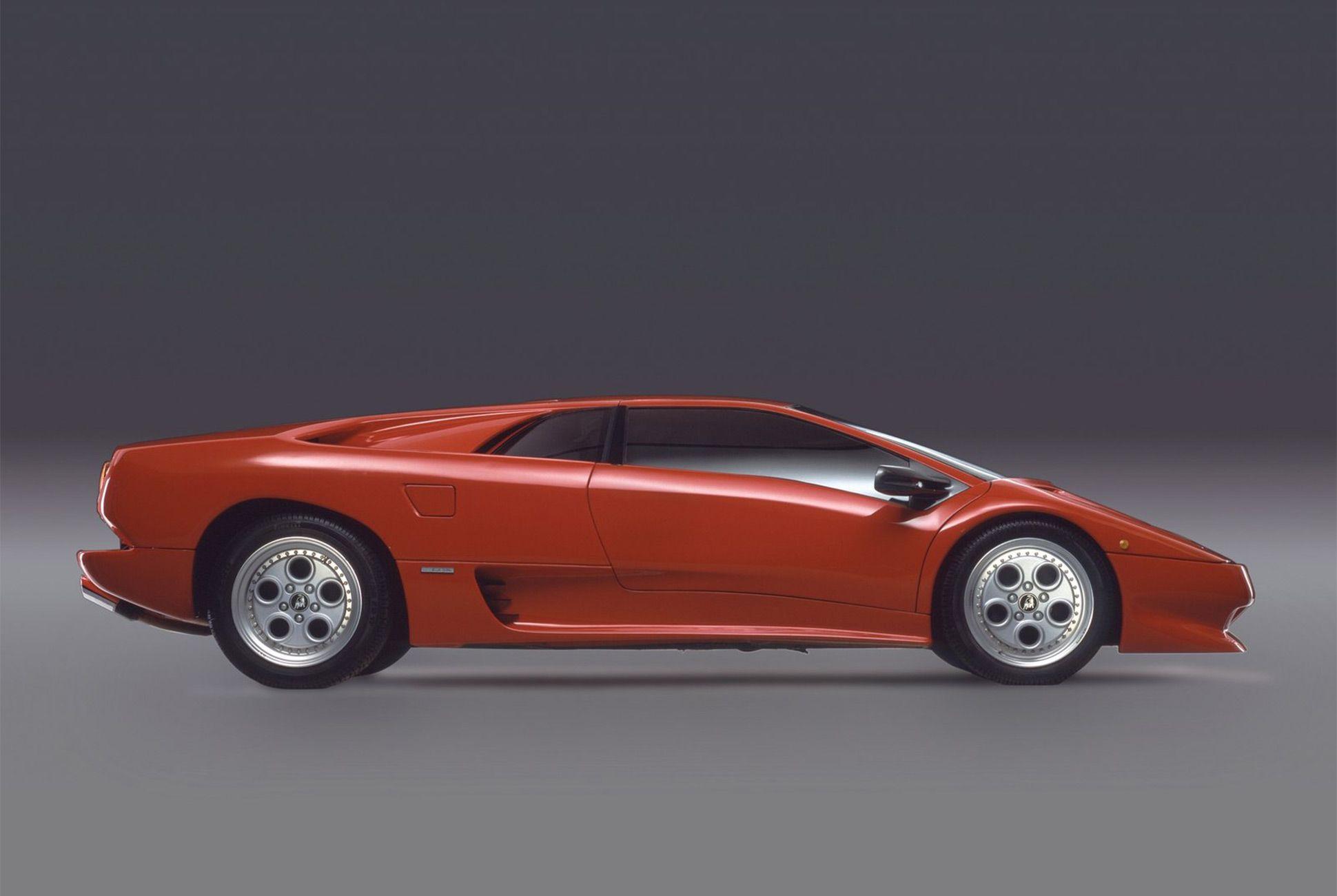 Lamborghini Diablo-Gear-Patrol-Slide-02