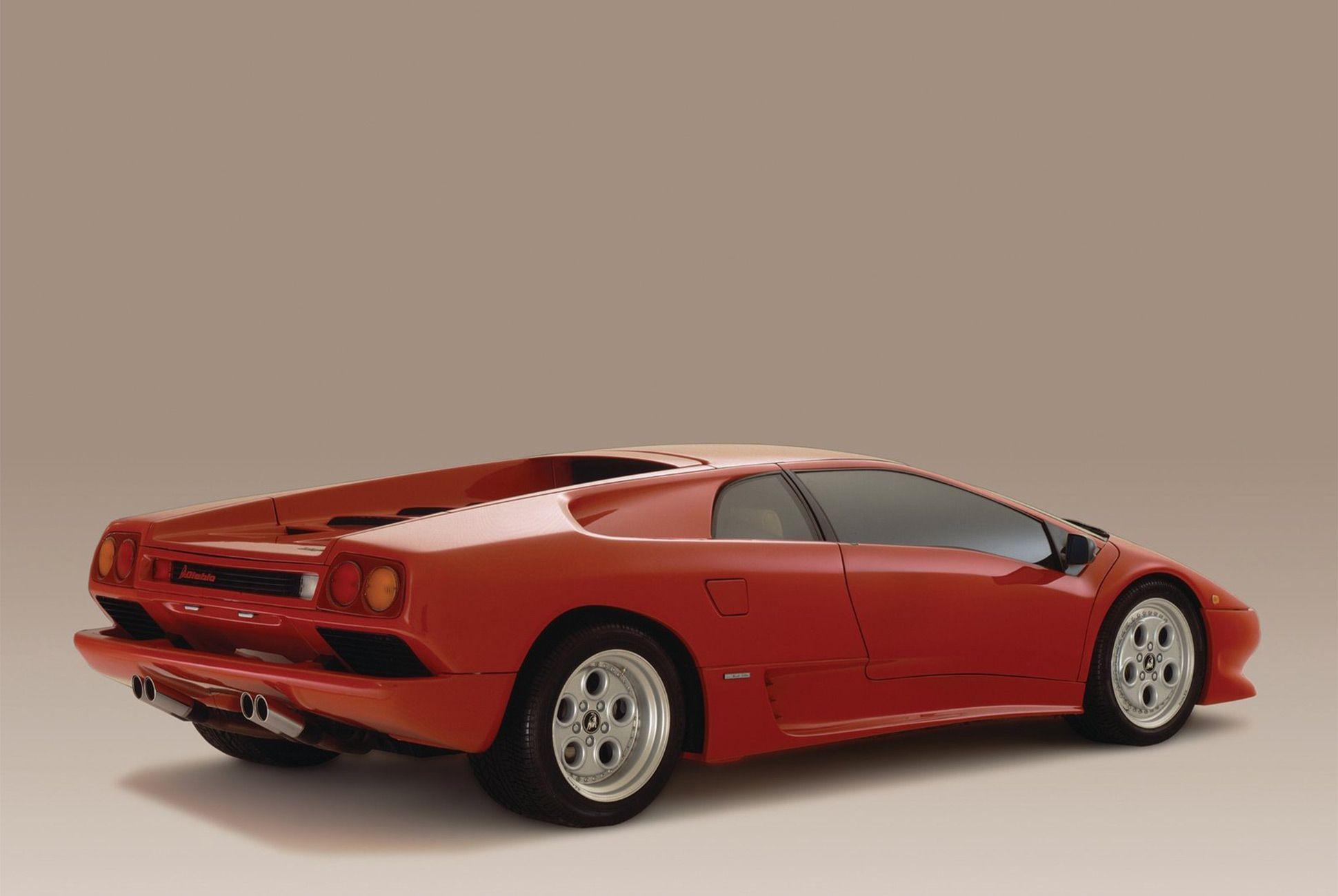 Lamborghini Diablo-Gear-Patrol-Slide-03