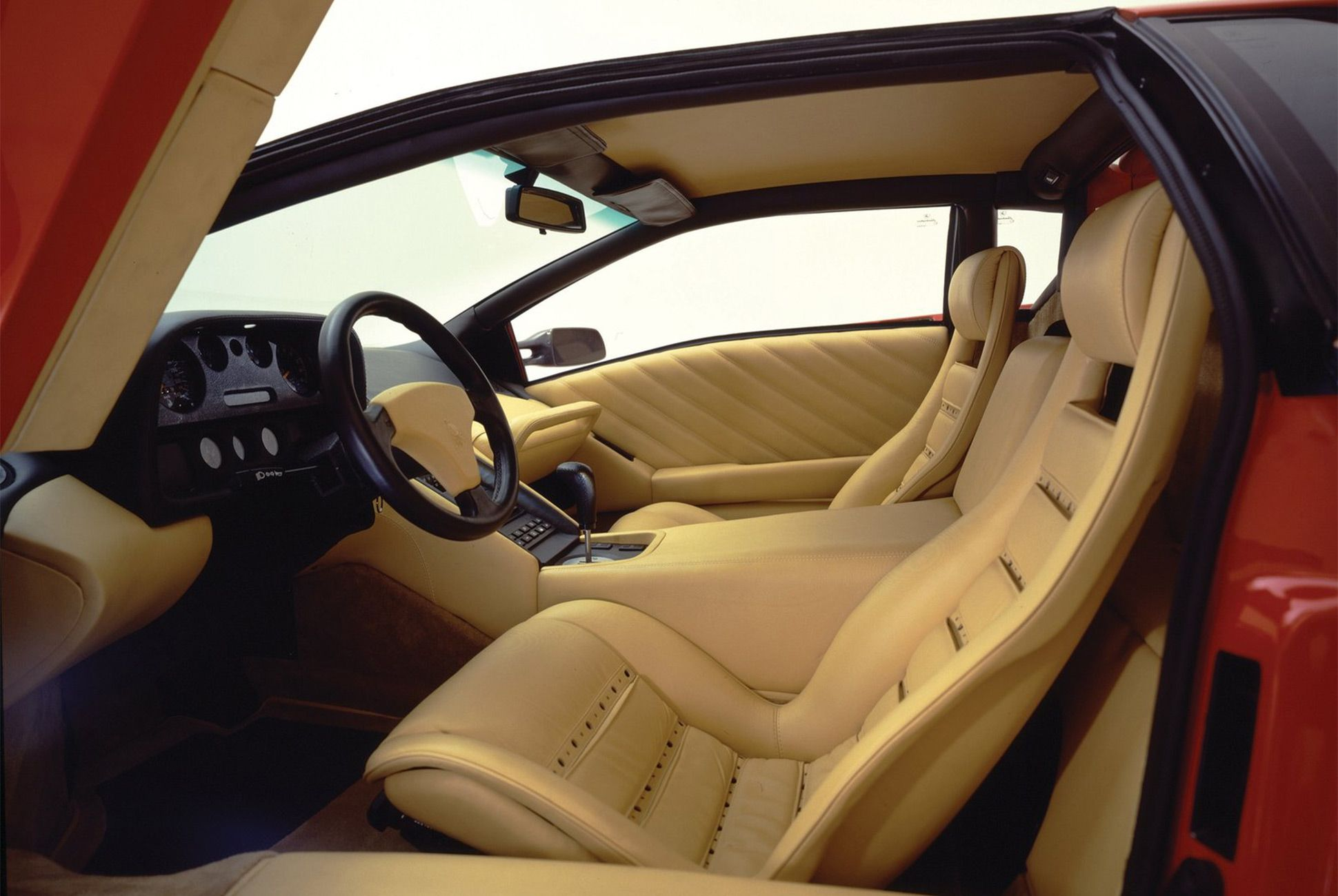 Lamborghini Diablo-Gear-Patrol-Slide-04